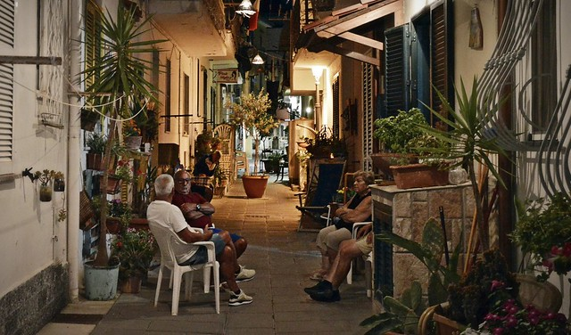 Casamicciola Terme (Ischia), sera d'estate in via Elena