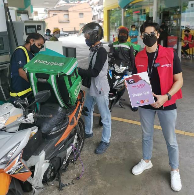 Zoey Rahman Anjur Projek Mikaseries Peduli, Sumbang Petrol Percuma Kepada Pemandu Rider