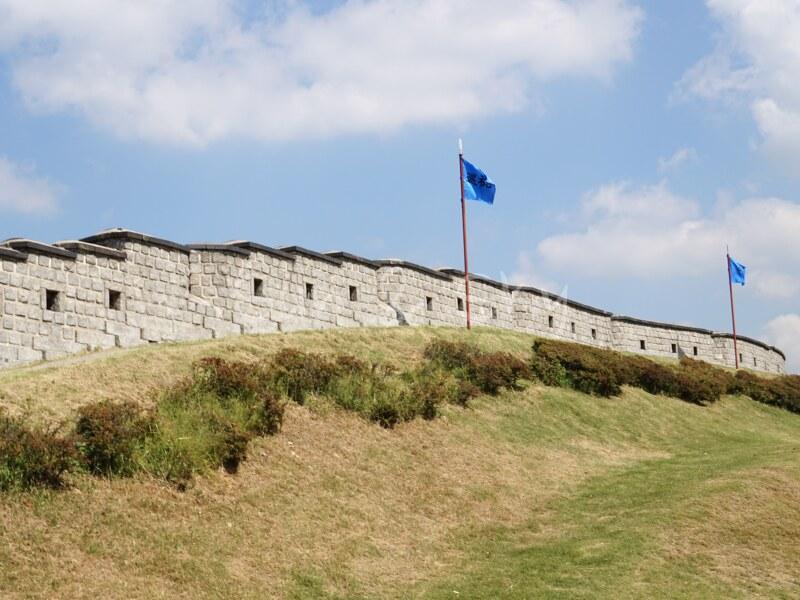 fortress-wall-holl
