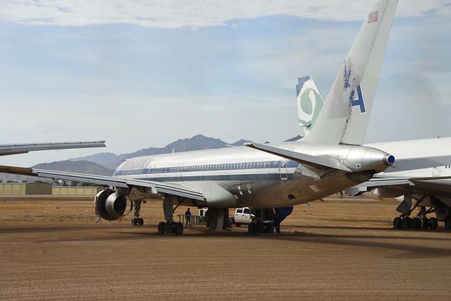 American 757 N694AN at GYR