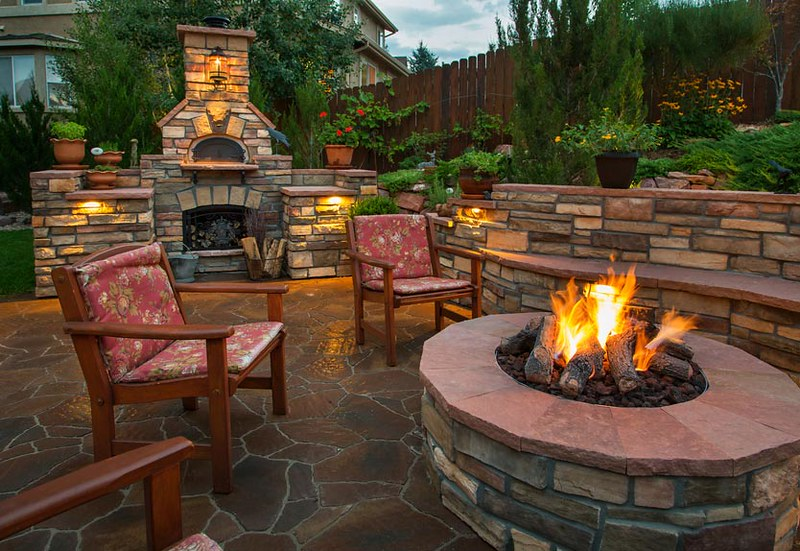 outdoor-living-space-with-fire-pit