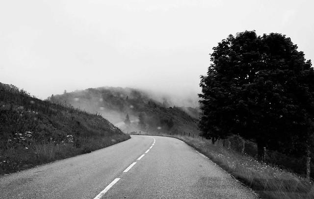 Quand les nuages traversent la route  -  When clouds cross the road