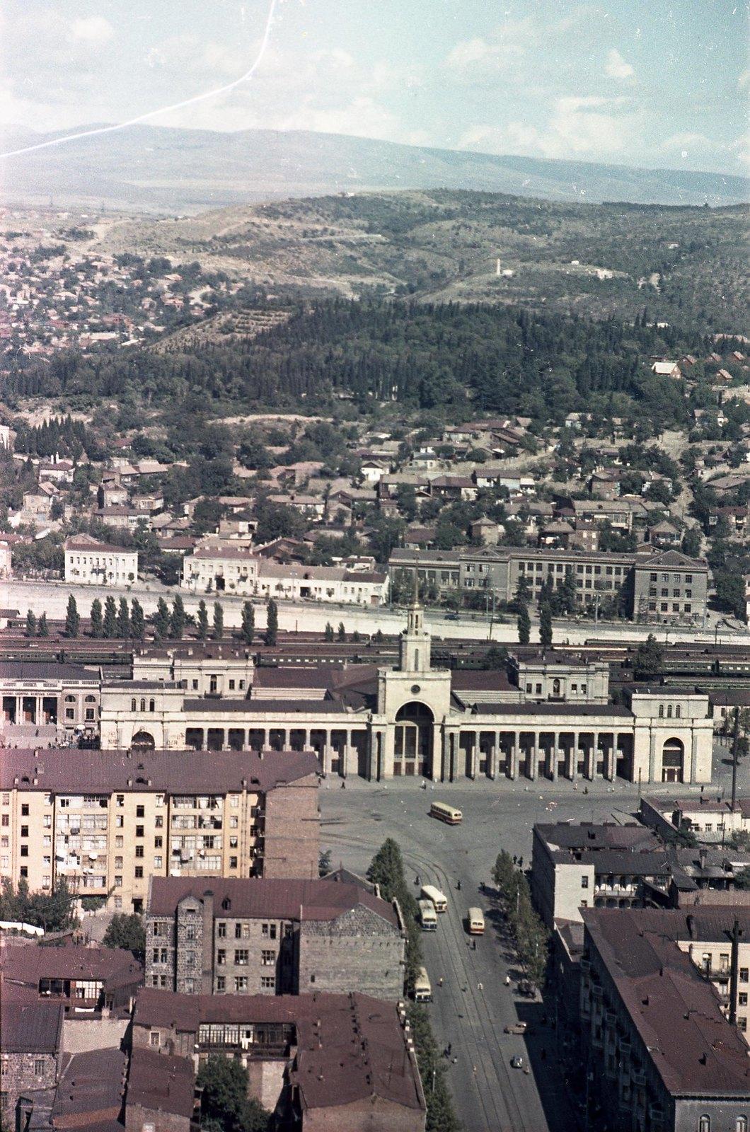 Тбилиси. Съёмка из вертолета. Железнодорожный вокзал. сентябрь-октябрь