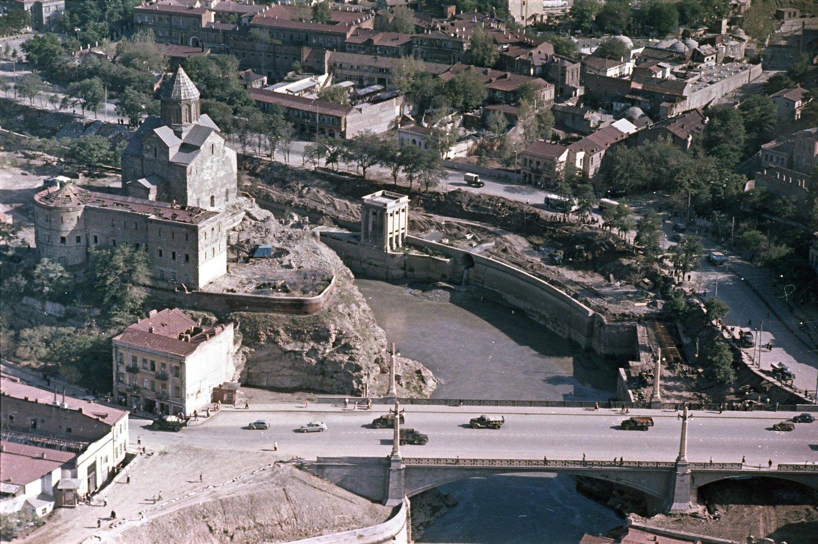 Тбилиси. Вид на храм Метехи из вертолёта. сентябрь-октябрь