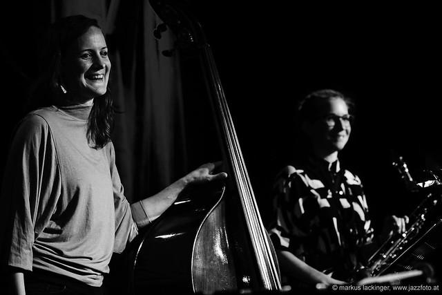 Judith Ferstl: bass / Lisa Hofmaninger: sax, bassklarinette