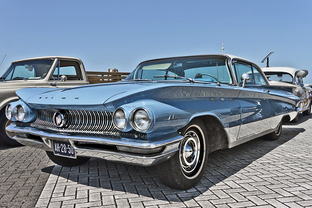 Buick LeSabre 2-door Hardtop Sedan 1960 (4033)