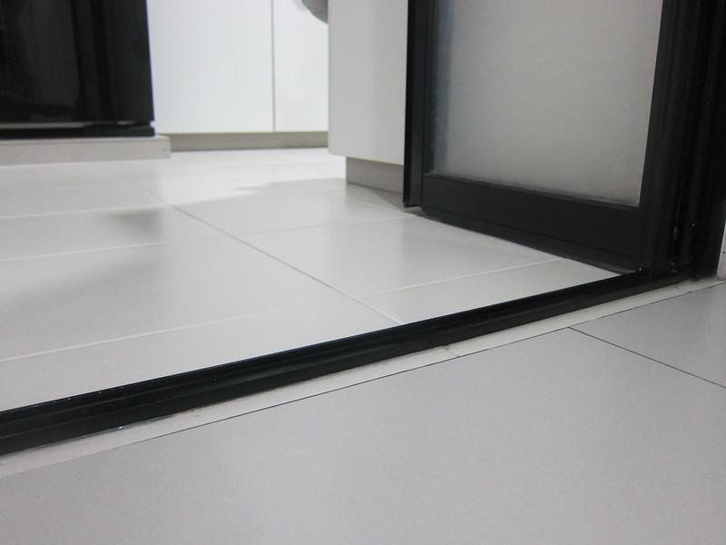ILife Shinebot W450 - Bi-fold Door Track