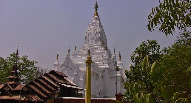 MYANMAR, Burma- In der archäologischen Zone rund um Alt-Bagan, die weiße Pagode, 78442/13961