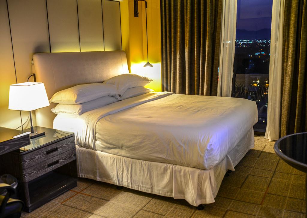 Sheraton Universal bed