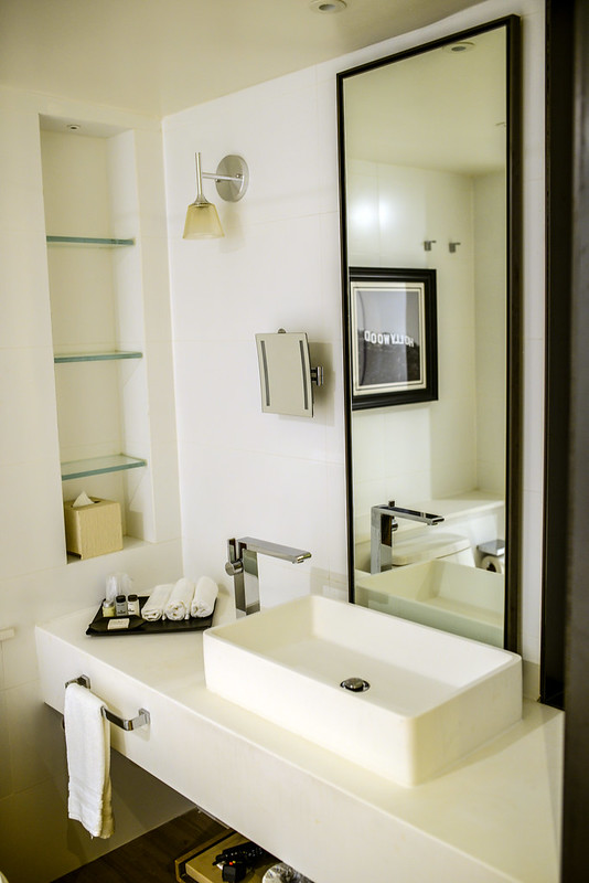 Sheraton Universal bathroom sink