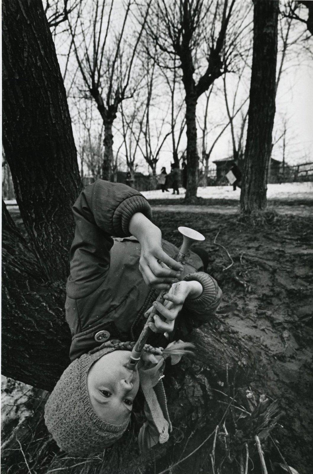 1980-е. Девочка с дудкой