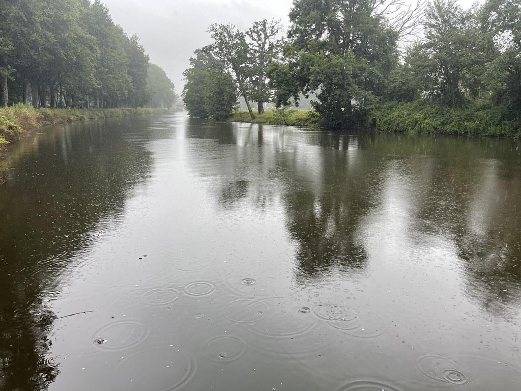 Pluie sur le canal
