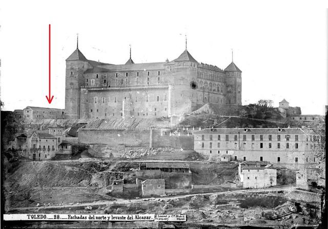 Convento de Capuchinos junto al Alcázar (señalado con flecha roja) hacia 1870. Foto de Jean Laurent. Fototeca del IPCE.