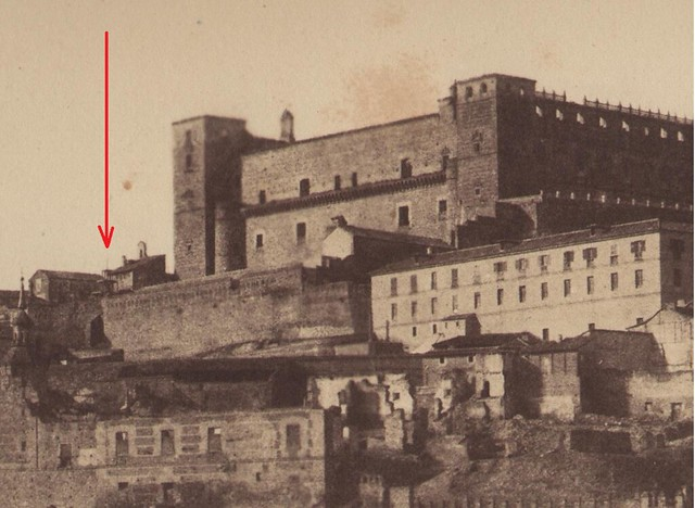 Convento de Capuchinos junto al Alcázar (señalado con flecha roja) en 1854. Detalle de una foto de Alphonse de Launay.