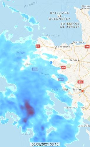 copie d'écran d'une application de météo qui montre beaucoup de pluie sur une carte