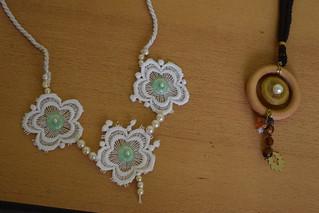 Schmuck aus Draht und Perlen