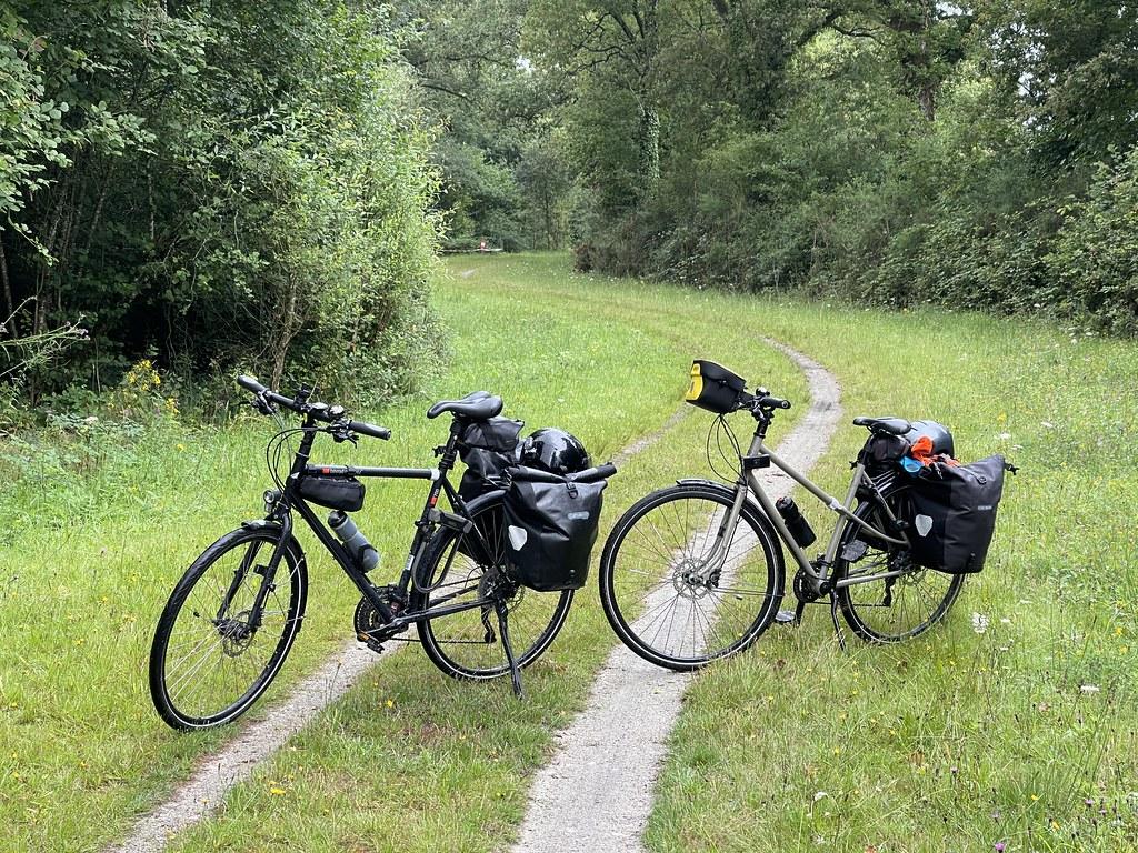 Deux vélos sur la voie verte