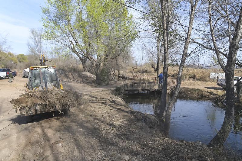 Continúa la limpieza del canal Maestro Norte en barrio Los Boulevares