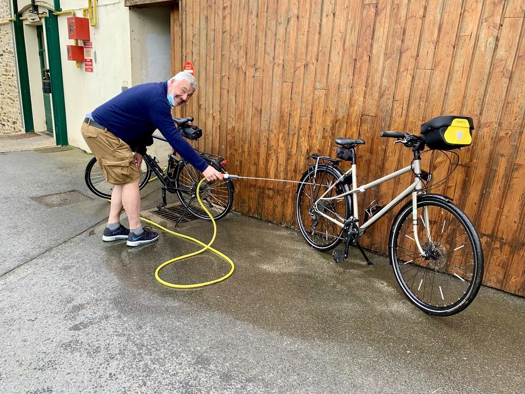 En passant les vélos au jet d'eau