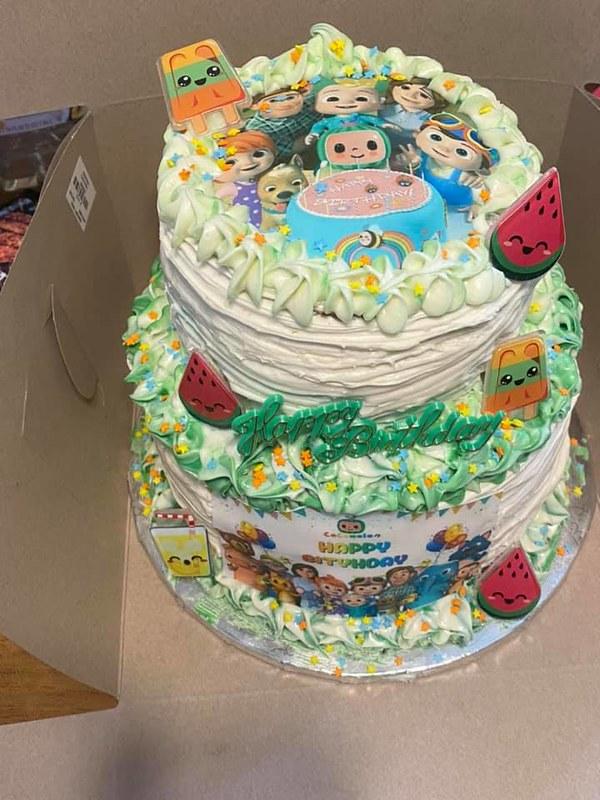Cake by Bitter Sweetz Treatz