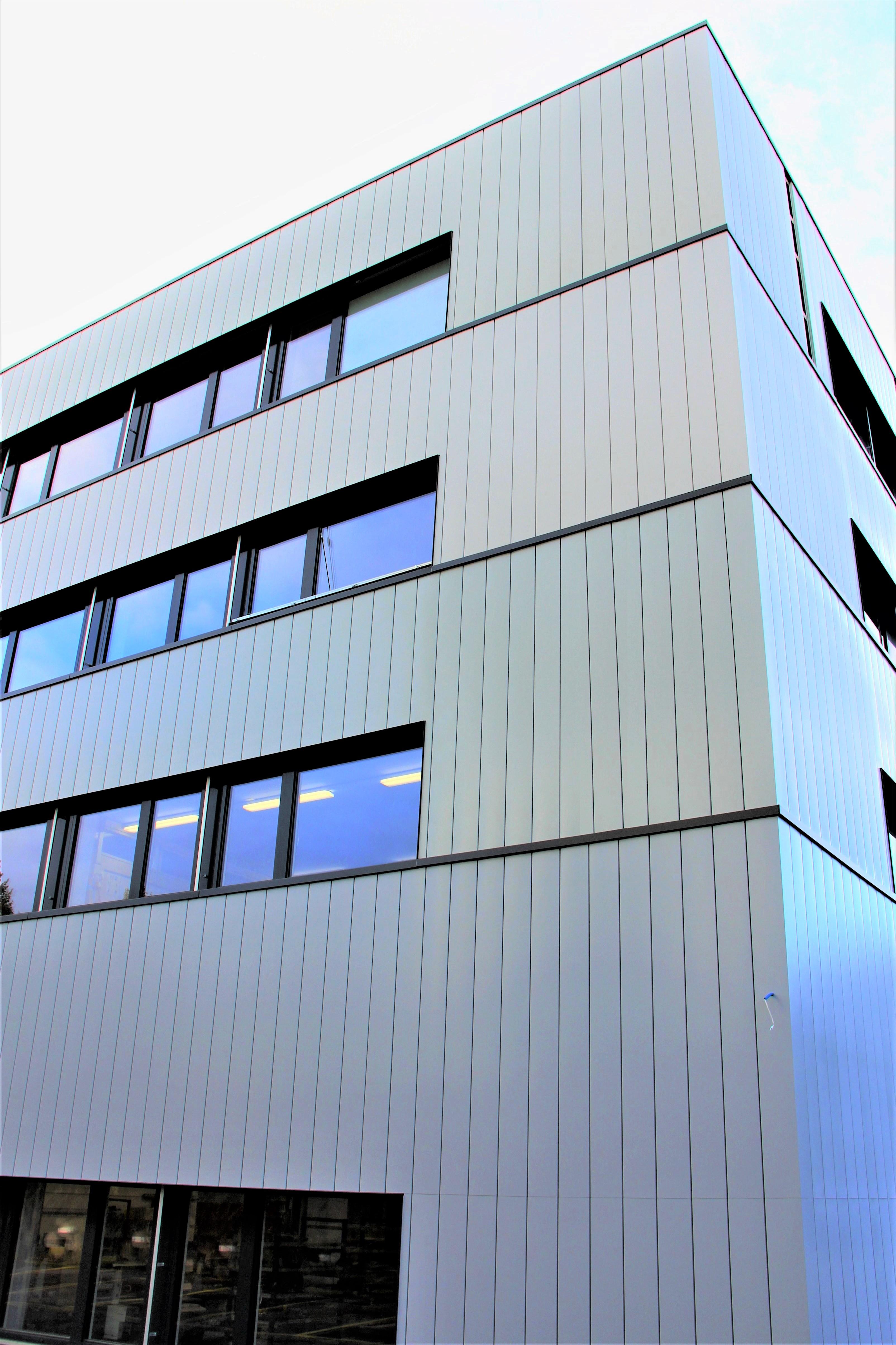 Neuchâtel NE  -  Geschäftshaus
