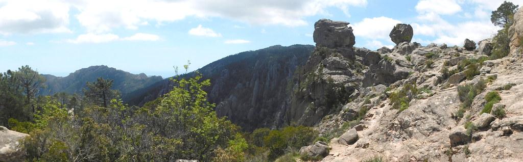 Le sentier de la cascade sur la crête (photo Olivier Hespel)