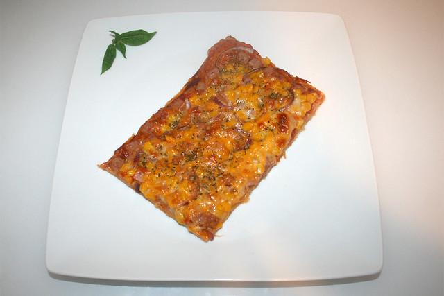 16 - Spam Pizza with corn & onion - Served / Spam-Pizza mit Mais & Zwiebel - Serviert