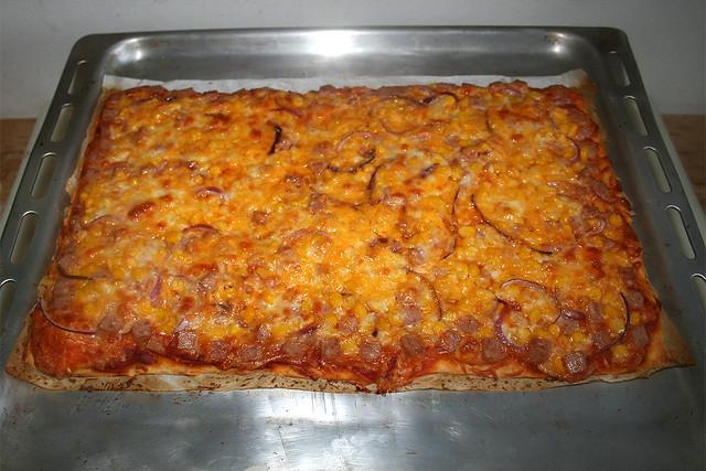 15 - Spam Pizza with corn & onion - Finished baking / Spam-Pizza mit Mais & Zwiebel - Fertig gebacken