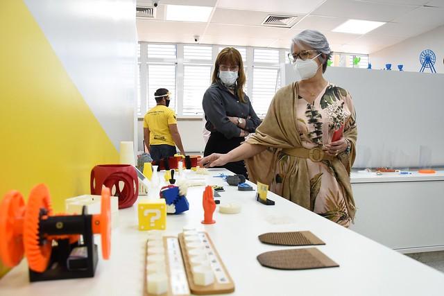 UnB doa 1.500 protetores faciais para centros de ensino especial