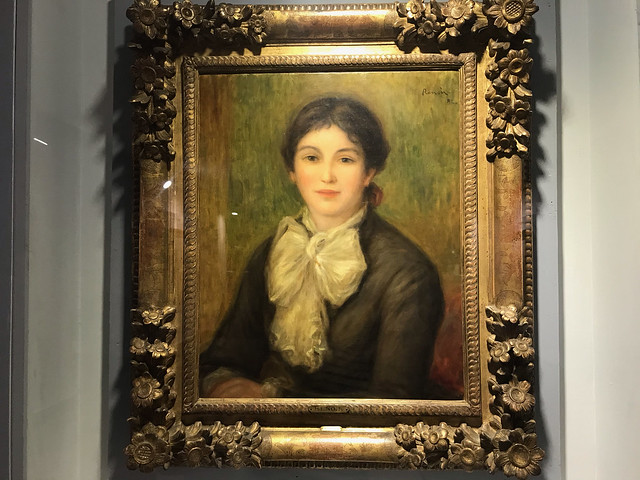 The white neck scarf by Renoir