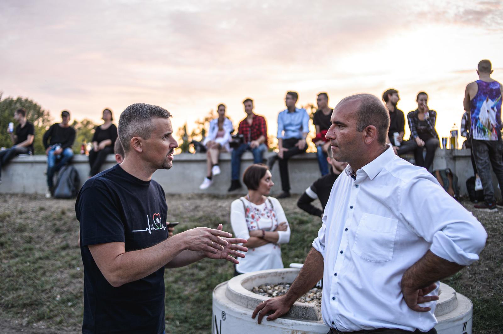 Gyurcsány a SZIN-en, Jakab a bejáratnál kampányolt