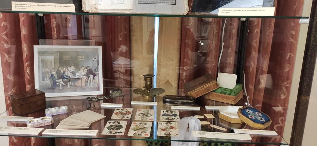 Выставка «Мода, престол которой в Париже…» из фондовой коллекции музея-заповедника «Тарханы» открылась в Пензенском литературном музее