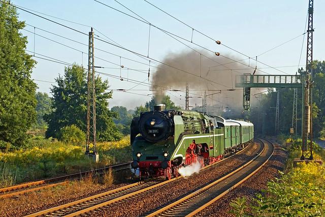 18 201 + Sonderzug E79840 Berlin Schöneweide - Görlitz - Bestensee