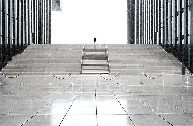 Project -man in black- rainy Medienhafen