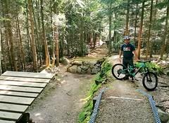 Skoky na freeridové trati Bobovka