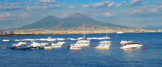Naples /  Vésuvius view from Santa Lucia