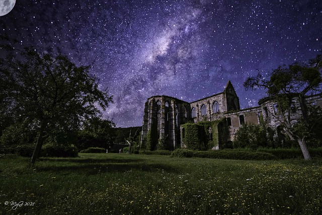 Starry night for old stones