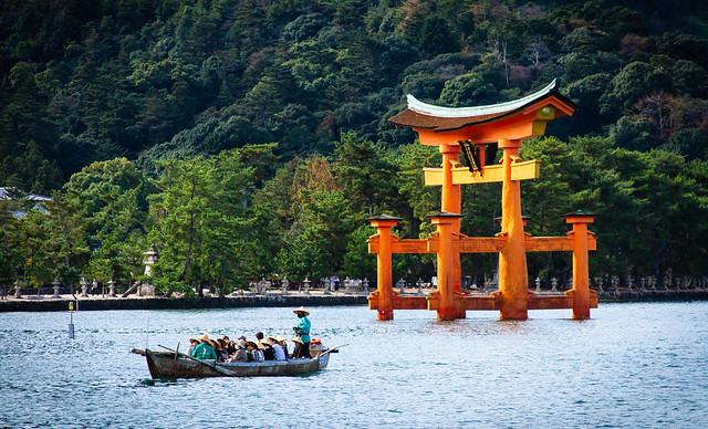 Great Torii at Itsukushima 厳島神社の大鳥居