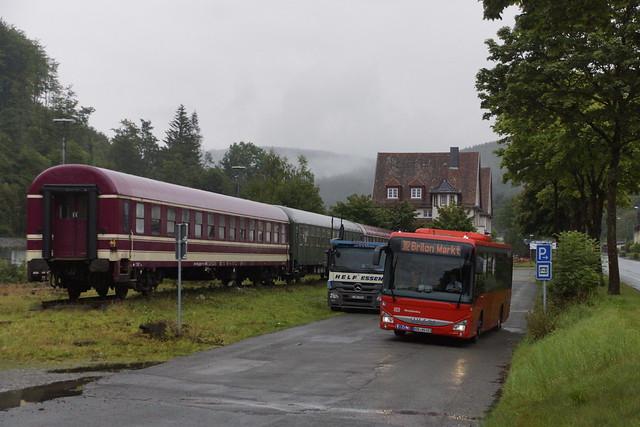 Iveco Crossway LE DBWestfalenbus GmbH met kenteken HSK-NV 681 verlaat het station Brilon Wald als lijn 382 naar Brilon Markt 28-08-2021