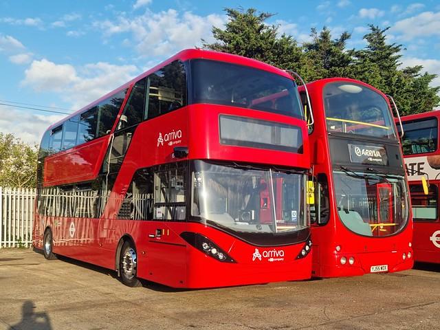 Arriva London EA6, LG71DJY & DW145, YJ55WOX | Grays Bus Garage