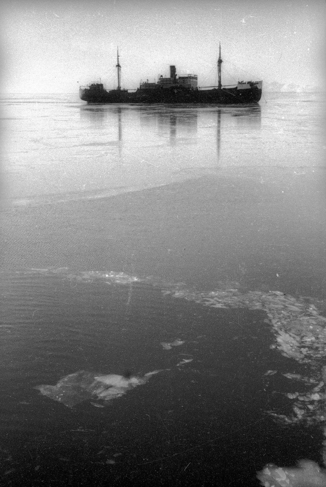 1934. На тихой воде. «Смоленск» идет на спасение челюскинцев