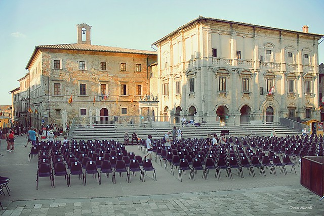 Shows in the square - Montepulciano