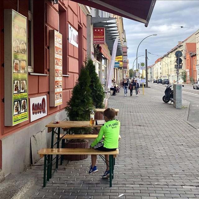 Warten auf den Anpfiff / Edisonstraße / Oberschöneweide