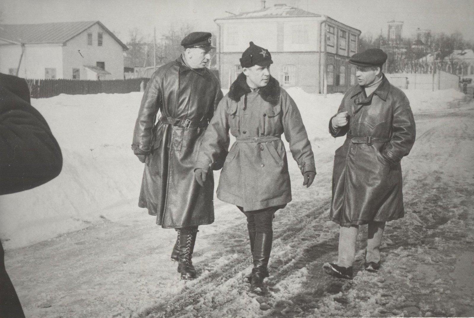 1934. Участники экспедиции по спасению челюскинцев. Летчик Бабушкин М.С., И.Т. Спирин и Молоков В.С.