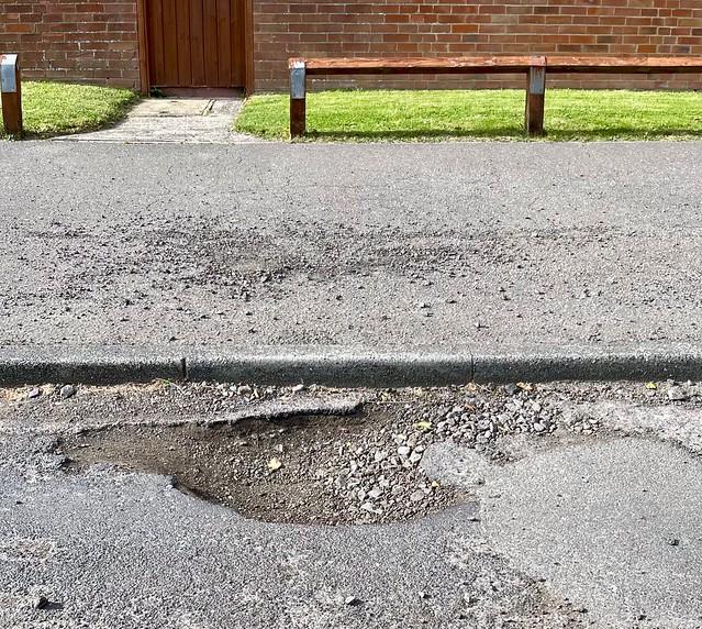 Pothole 241/365 (7/2433)