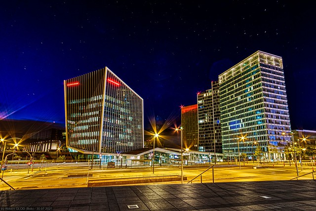 Kirchberg - Night view of the Infinity Square