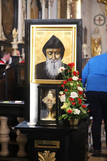 Msza św. ku czci św. Szarbela w kościele św. Krzyża w Krakowie