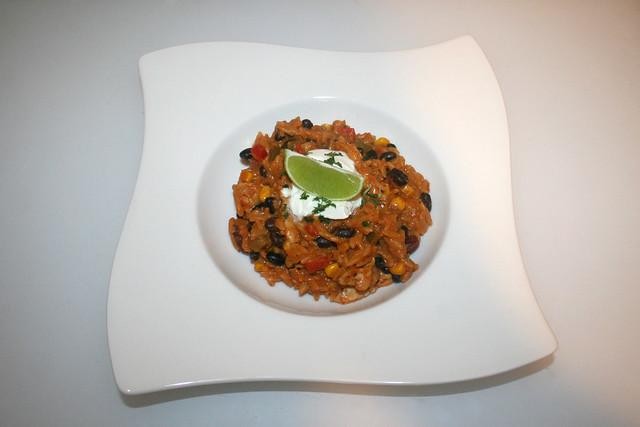 35 - Enchilada orzo with black beans,  goat cream cheese & chicken - Served / Enchilada-Orzo mit schwarzen Bohnen, Ziegenfrischkäse & Hähnchen - Serviert