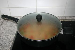 23 - Simmer with lid on / Geschlossen köcheln lassen
