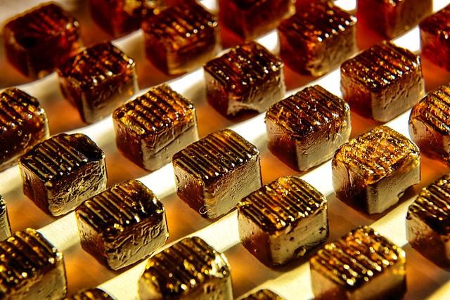 Bonbons – Dutch Angle – Lebensmittel Industrie Produkt Kunst Fotografie